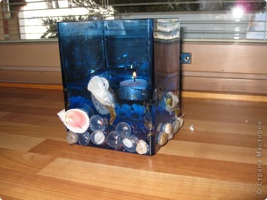 Романтичная ваза-аквариум была сделана 3 года назад любимому мужу. Идея из интернета.Можно использовать как вазу и как романтичный светильник с плавающими свечами... фото 1