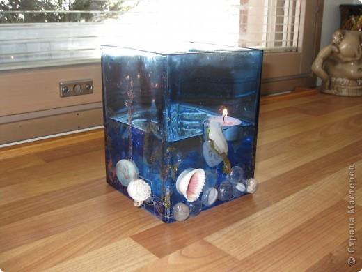 Романтичная ваза-аквариум была сделана 3 года назад любимому мужу. Идея из интернета.Можно использовать как вазу и как романтичный светильник с плавающими свечами... фото 2