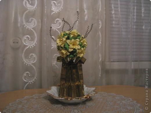 """Идею кусудамы и технику я под смотрела в   http://yourorigami.info/2008/03/03/kusudama-na-osnove-lilii.html . Мне больше нравятся кусудамки, """"посаженные"""" в горшочек или вазочку. Хочу поделиться с Вами таким букетиком. фото 3"""