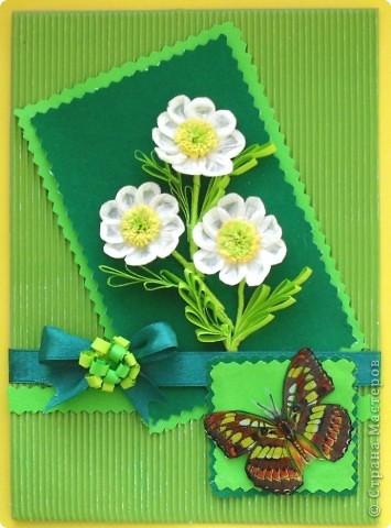 Поздравительную открытку по заданному скетчу собираюсь подарить на день рождения коллеге - учительнице начальных классов. Она, как и все женщины, очень любит цветы. Родилась она в марте, а в этом месяце наступает замечательное время года - весна. Скоро распустятся прелестные цветы и полетят бабочки Эту открытку можно подарить и на 8 марта. фото 1