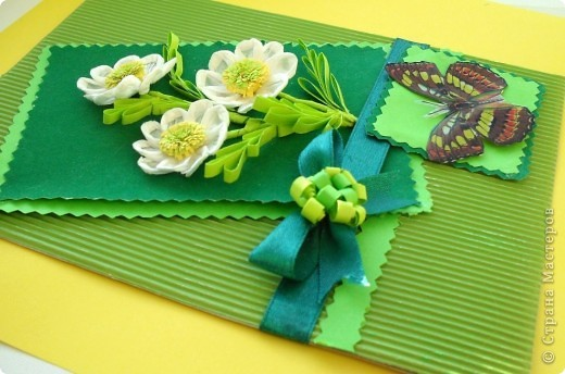 Поздравительную открытку по заданному скетчу собираюсь подарить на день рождения коллеге - учительнице начальных классов. Она, как и все женщины, очень любит цветы. Родилась она в марте, а в этом месяце наступает замечательное время года - весна. Скоро распустятся прелестные цветы и полетят бабочки Эту открытку можно подарить и на 8 марта. фото 2