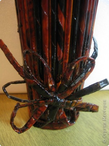 """Идею кусудамы и технику я под смотрела в   http://yourorigami.info/2008/03/03/kusudama-na-osnove-lilii.html . Мне больше нравятся кусудамки, """"посаженные"""" в горшочек или вазочку. Хочу поделиться с Вами таким букетиком. фото 9"""