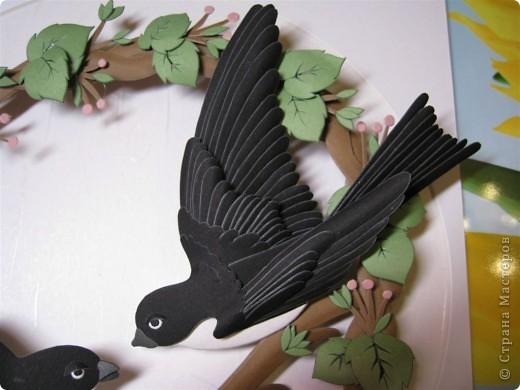 Представляю на ваш суд моих ласточек. Размер работы 25 на 25 см. В идеале эти птицы сделаны в белом цвете с разными оттенками, а мне показалось что это слишком бледно и решила сделать в цвете. Результат понравился.  фото 4