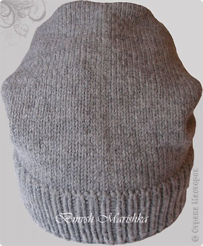 Сейчас в моде т.н. шапка-носок. Вот и мне заказали связать такую шапочку. Нитки Пехорка Зимняя премьера (50% шерсть-меринос, 50% ПАН объемный) - толстенькие, мягонькие, вязать одно удовольствие! Спицы круговые №2,5. Начала с двойной резинки 1*1 - 7см. Продолжила лицевой гладью - 30 см. Убавок не делала, а просто закрыла и сшила не до конца клиньями. Заказчица осталась довольна. Вот что получилось.  фото 3