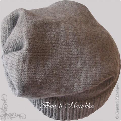 Сейчас в моде т.н. шапка-носок. Вот и мне заказали связать такую шапочку. Нитки Пехорка Зимняя премьера (50% шерсть-меринос, 50% ПАН объемный) - толстенькие, мягонькие, вязать одно удовольствие! Спицы круговые №2,5. Начала с двойной резинки 1*1 - 7см. Продолжила лицевой гладью - 30 см. Убавок не делала, а просто закрыла и сшила не до конца клиньями. Заказчица осталась довольна. Вот что получилось.  фото 4