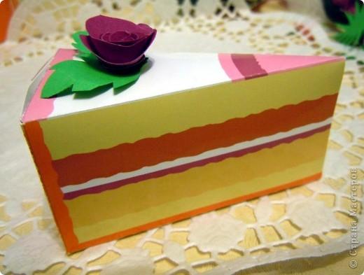 Подобных тортов на просторах Страны очень много, но здесь самое главное - это не торт, а то что внутри каждого кусочка. Наши пожелания подружке на ДР. фото 2