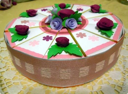Подобных тортов на просторах Страны очень много, но здесь самое главное - это не торт, а то что внутри каждого кусочка. Наши пожелания подружке на ДР. фото 3