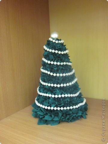 Вот такие новогодние ёлки сделаны моими ученицами из 7 класса. Первый раз пробовали работать с макаронными изделиями. Всем очень понравилось.  фото 7