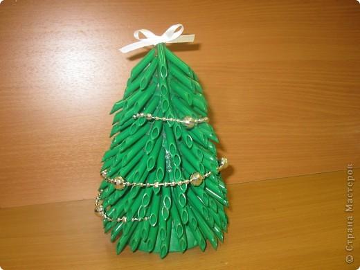 Вот такие новогодние ёлки сделаны моими ученицами из 7 класса. Первый раз пробовали работать с макаронными изделиями. Всем очень понравилось.  фото 1