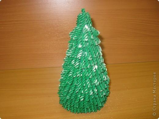 Вот такие новогодние ёлки сделаны моими ученицами из 7 класса. Первый раз пробовали работать с макаронными изделиями. Всем очень понравилось.  фото 2