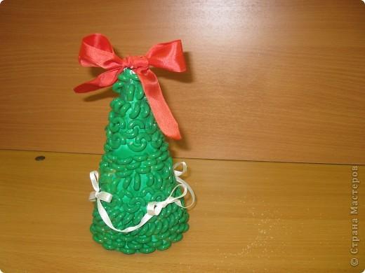 Вот такие новогодние ёлки сделаны моими ученицами из 7 класса. Первый раз пробовали работать с макаронными изделиями. Всем очень понравилось.  фото 3