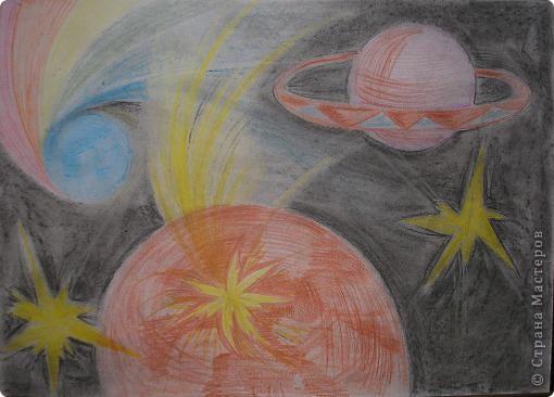 Когдато работала учителем рисования. Вот нашла заготовки на уроки. Рисовали Космос и солнечную систему.