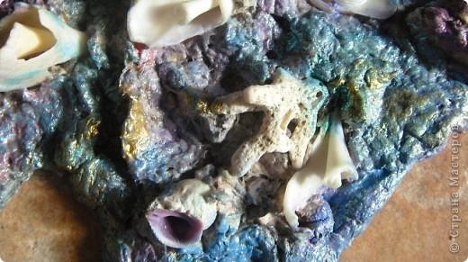 Что такое артобъект?  Название происходит от двух слов: арт — искусство, объект — предмет.Художественный предмет, рождённый не в мастерской, в моем случае на кухне, несущий определённую функцию, в моем случае -храню таким образом то , что насобирала на Красном море. В условной манере изображена сама природа моря. фото 6