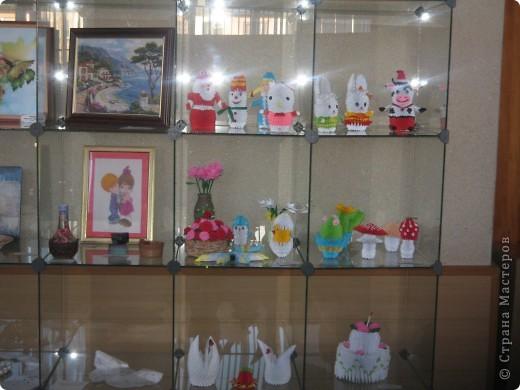 Хочу вам показать работы с выставки, которые мне понравились. Первые две фотки с моими работами в технике модульное оригами. фото 1