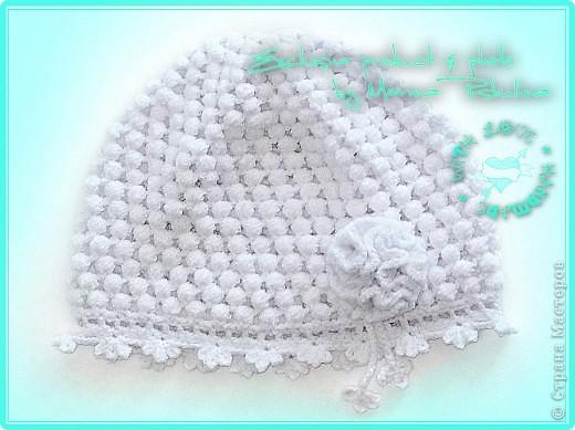 Нежная белая шапочка для дочек и мам на холодное лето. фото 1