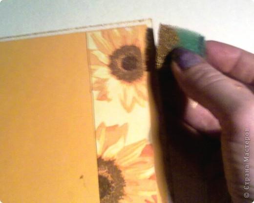 """Предлагаю небольшой мастер-класс по изготовлению открытки """"С Днем рождения"""" для начинающих.  Вырезать заготовку для открытки 15х30 из плотной белой бумаги (у меня цвет - слоновая кость). Сложить заготовку пополам. Для этого в месте сгиба проведите спицей, я делаю это канцелярским ножом, лишь слегка надрезая бумагу. Это поможет сделать сгиб ровным, без заломов. фото 10"""