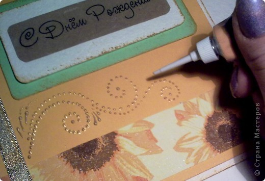 """Предлагаю небольшой мастер-класс по изготовлению открытки """"С Днем рождения"""" для начинающих.  Вырезать заготовку для открытки 15х30 из плотной белой бумаги (у меня цвет - слоновая кость). Сложить заготовку пополам. Для этого в месте сгиба проведите спицей, я делаю это канцелярским ножом, лишь слегка надрезая бумагу. Это поможет сделать сгиб ровным, без заломов. фото 11"""