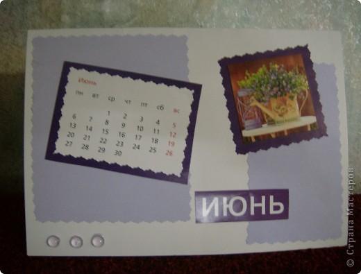 После сделанной открытки по скетчу у меня остался календарь за прошлый год.Решила сделать из него перекидной на этот год.Так как на дворе уже март, то делать начала с апреля. фото 4