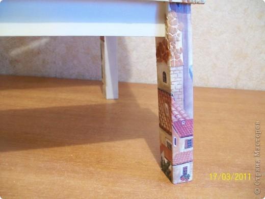 Жила-была у меня табуретка-стремянка из ИКЕА.После ремонтов вся заляпана краской,и хотела я ее отвезти на дачу.Но тут увлеклась я декупажем,насмотрелась на работы мастериц этого сайта,и решила я свою табуреточку преобразить. фото 4