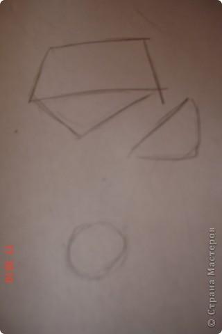 Рисуем лошадь.На листе бумаги примерно посередине нарисовать трапецию,треугольник, полукруг и круг. фото 1