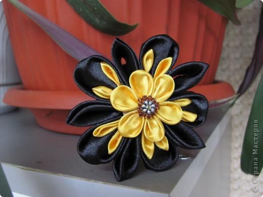 Еще цветы из атласных лент ленты
