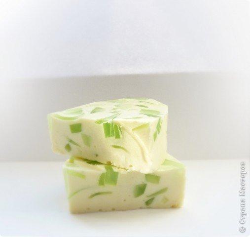"""Мыло """"Весеннее"""", аромат яблочка. Основа: детское мыло Состав: молоко, прозрачное мыло """"duru"""" масло зародышей пшеницы, витамин А и Е, масло облепихи,  отдушка  «Яблоко» фото 1"""