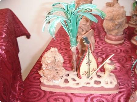 """Сувенирчики сделаны в традиционном алжирском стиле,Глиняная основа посыпанная песком из Сахары и с камнем который здесь называют """"Розы песчаные"""" и деревце -пальма фото 2"""