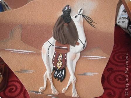 """Сувенирчики сделаны в традиционном алжирском стиле,Глиняная основа посыпанная песком из Сахары и с камнем который здесь называют """"Розы песчаные"""" и деревце -пальма фото 4"""