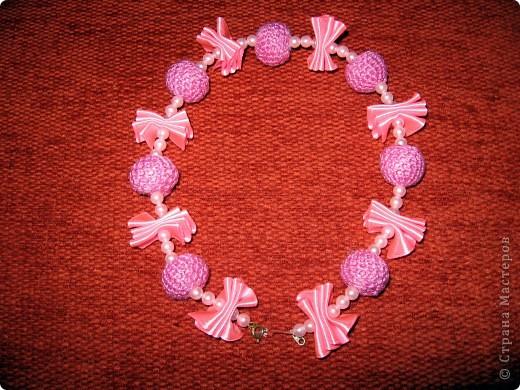 Вязанное ожерелье для доченьки.Крупный план.Вязанная бусинка. фото 2