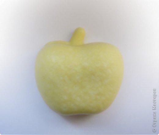 """Мыло """"Весеннее"""", аромат яблочка. Основа: детское мыло Состав: молоко, прозрачное мыло """"duru"""" масло зародышей пшеницы, витамин А и Е, масло облепихи,  отдушка  «Яблоко» фото 3"""