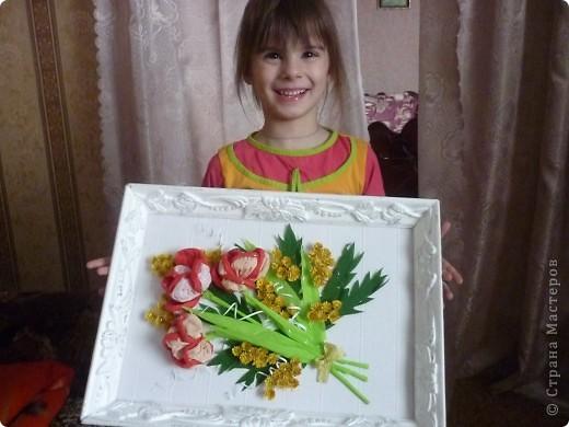 Сонечка с подарком для бабушки фото 1