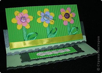 Открытка-стойка. Видела подобные у многих мастеров - не знаю кому отдать авторство. Спасибо всем мастерам и мастерицам за вдохновение и идею! Сначала родились цветочки из хозяйственных салфеток, потом купилась зелёная лента - так появились стебельки. фото 1
