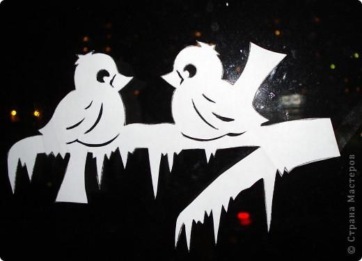 Новогодние украшения на окне вместо снежинок фото 2