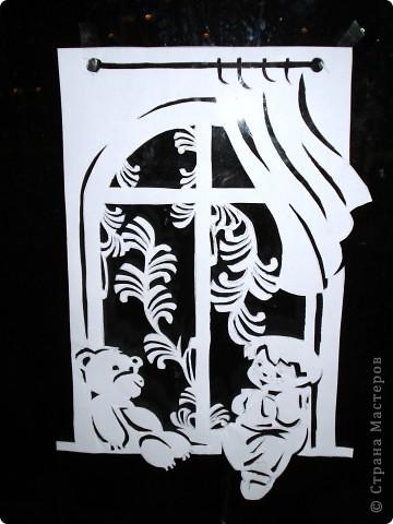 Новогодние украшения на окне вместо снежинок фото 4