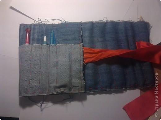 Вот мой пенал в сложенном виде. Сшит из старых джинсов и завязывается на ленту. фото 4