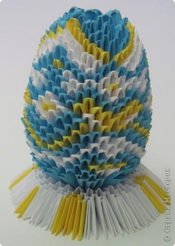 Хочу показать пасхальные яйца в технике модульного китайского оригами. Эти яйца сделал Саша Павлов. фото 1