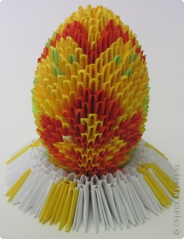 Хочу показать пасхальные яйца в технике модульного китайского оригами. Эти яйца сделал Саша Павлов. фото 2