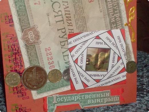 Перебирала старые бабушкины документы и наткнулась на пачку облигаций. Стало как-то печально и получилась открытка. По тематике она не очень подходит, но скетч  http://stranamasterov.ru/node/159827  старательно соблюдала. Так что, Лена, решать Вам. фото 4