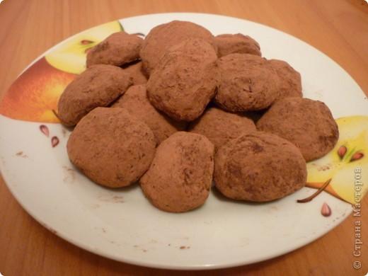 Обожаю все что связано с миндалем))) Эти конфетки делаются очень быстро и просто. У меня получились кривенькие,но это не помешало их быстро съесть)))