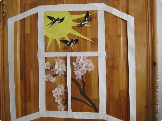 """сегодня украшали зал к празднику """"Жаворонки"""". Это - оформление фасадной части.Как видите, окна у нас уже настежь. фото 1"""