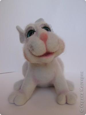 Заяц Сеня. Размер: 20х25 см. 100% шерсть, стеклянные глазки. Техника сухого валяния. фото 2