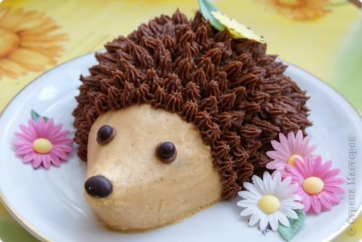 Вот такого лесного жителя я испекла неделю назад на День рождения своей ненаглядной дочушки. :)) Скажу честно: есть зверюшку было жалко! :)) Но пришлось. ;)