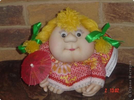 На головку куклы надели летнюю беретку, связанную доченькой. Правда ей к лицу? фото 2