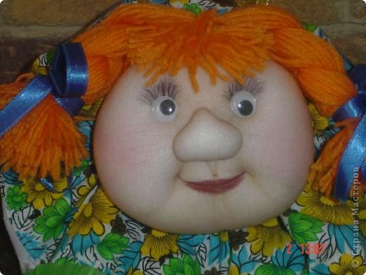 На головку куклы надели летнюю беретку, связанную доченькой. Правда ей к лицу? фото 6