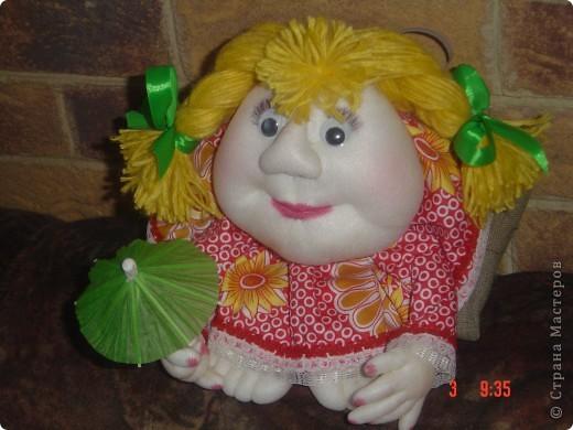 На головку куклы надели летнюю беретку, связанную доченькой. Правда ей к лицу? фото 7