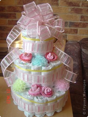 Наконец-то представилаь возможность попробовать изготовить вот такой торт из памперсов для своей ненаглядной внученьки Викули. У нас первая круглая дата - нам полгодика! Мне очень понравился, но судить вам. фото 1