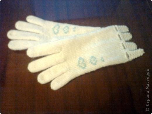 """Перчатки вязала по описанию и схеме, которые нашла в журнале """"Ручная работа"""". Там они называются """"Леди"""". У меня не так изящно получилось, как у дизайнера Евгении Холминовой, но мне нравится. фото 2"""