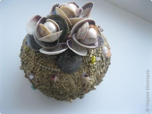 Материалы: баночка из под крема,клей ПВА,крупы.ракушки и. т. д . фото 3