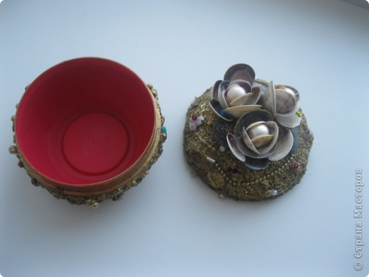 Материалы: баночка из под крема,клей ПВА,крупы.ракушки и. т. д . фото 2