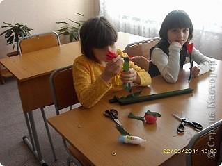 Вот такие тюльпаны расцвели у нас с Танюшкой. Сделаны они из бумажных раскрученных веревок, есть такие в наборах для творчества.  фото 8